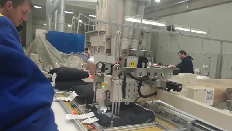 Автоматическая разгрузочная машина для снятия подушек безопасности