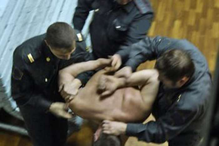 В Урупском районе трое полицейских пытали местного жителя