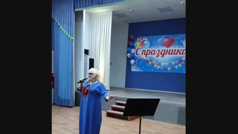 Наталья Косминская на сцене Червишевского ДК, 4 ноября 2018