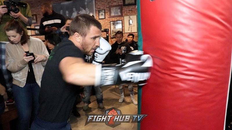 VASYL LOMACHENKO SHOWS YOU HOW A MASTER THROWS COMBINATIONS ON THE HEAVY BAG