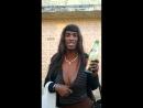 Горячая бразильянка предлагает вам выпить с ней вина