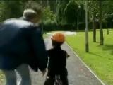 Несколько простых способов научить ребенка кататься на велосипеде