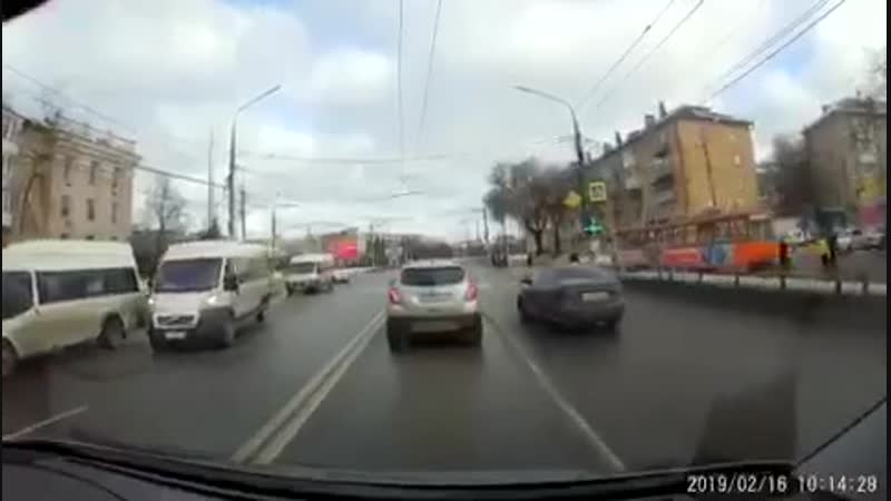 Тула 16.02.2019 Пешеход переходил дорогу на запрещающий сигнал светофора