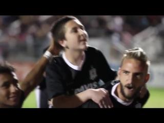 Мальчик с редкой формой рака вышел на поле с любимой командой и забил под овации зрителей