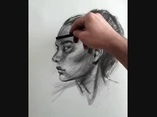 Учимся рисовать портрет углем