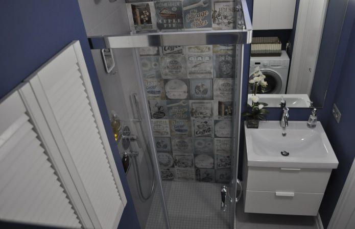 Маленькая ванная с душевым уголком 3 кв.