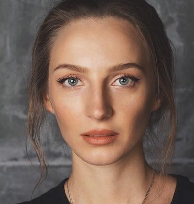 Лена Ройдс