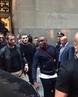 Хабиб Нурмагомедов спокойно уезжает после пресс-конференции Без охраны. Никакого волнения, все спокойны