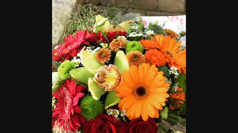 Шляпная коробка с цветами для любимой мамочки