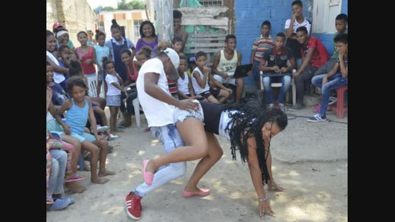 Как научиться танцевать реггетон в паре за одну минуту 😋 | Reggaeton |