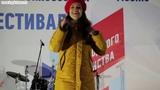 Песня Все изменить - поет актриса и певица Евгения Отрадная на концертной шоу-сцене в Москве.