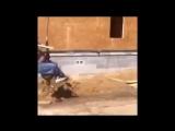 Пародия на Майли Сайрус - мужик на крюке строительного крана (1)