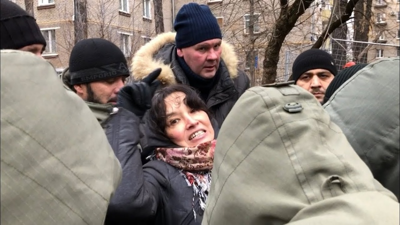 СРОЧНО! Женщину взяли в кольцо | Москва