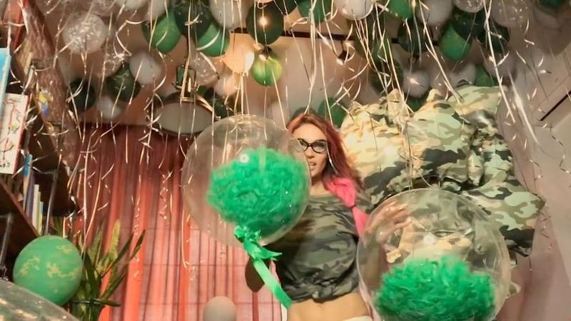"""Alena Vodonaeva on Instagram: """"Сразу видно, что к нам в гости приезжала нашла любимая богиня воздушных шаров Настя @nastya_marzipan 🎈🎈🎈 Я каждый го..."""