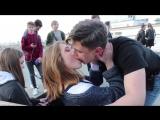 Как Поцеловать Девушку - И Взять Номер Телефона  KISSING PRANK