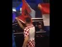 Хорват срывает албанский флаг