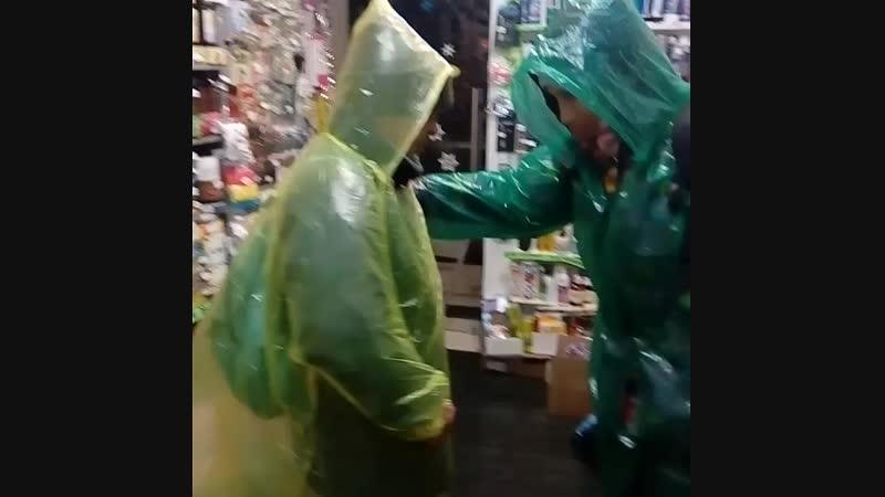 Приходите наряжаться в непогоду Плащ-Дождевик 120 рублей в магазине «Красота и здоровье» в центре Туапсе
