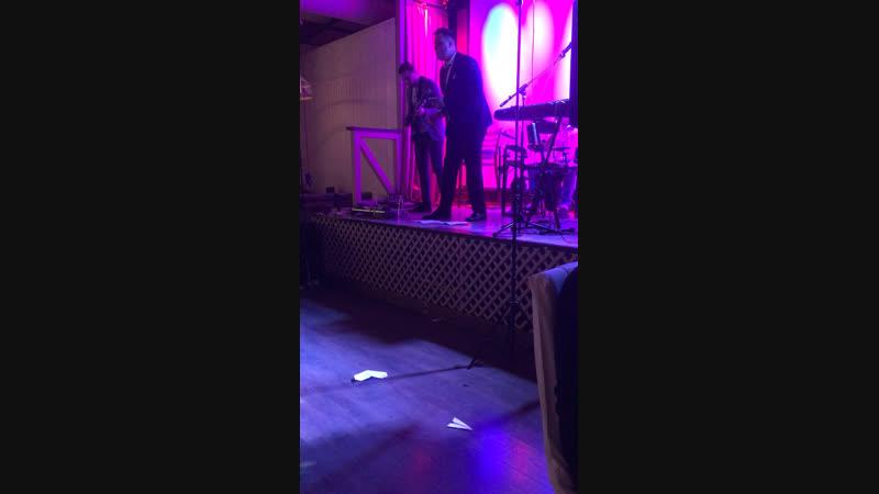 Владика свадьба, выступление