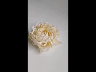 Роза брошь из шелка с добавлением кружева.