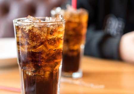 Если вы регулярно пьете сладкую соду, вы можете избавиться от жира, отказавшись от привычки.