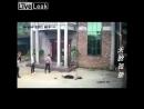 Comunismo UltraCapitalista chino Ladrones golpean a anciana