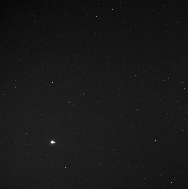 Фото Земли и Луны с орбиты Меркурия.