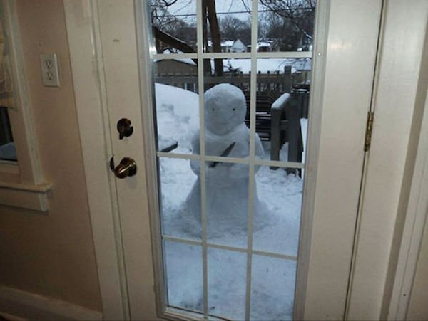 Об актуальном и наболевшем #юморВесь вечер шёл снег. И я... 8:00 Я слепил снеговика. 8:10 Пришла феминистка и спросила меня, почему я не слепил снежную бабу. 8:15 Я слепил снежную бабу. 8:17