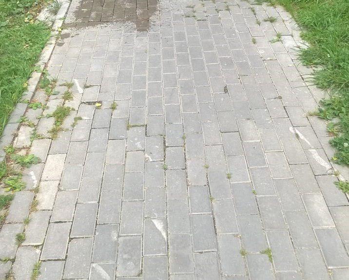 Пешеходную дорожку привели в порядок во дворе на Стандартной
