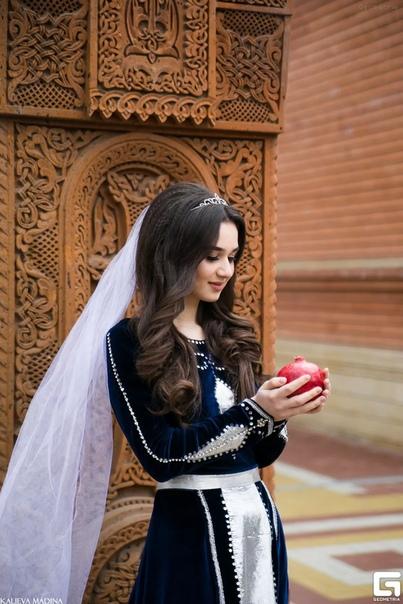 Разница между азербайджанцами и армянами в религии Кавказ является одним из немногих регионов мира, где на сравнительно небольшой территории сосредоточено огромное количество разнообразнейших