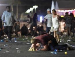 АМЕРИКА УБИВАЕТ САМА СЕБЯ. УЖАСНАЯ СТАТИСТИКА ПОГИБШИХ ОТ ОГНЕСТРЕЛА В США Количество убийств и самоубийств, произошедших с применением огнестрельного оружия в США, за последние 20 лет достигло