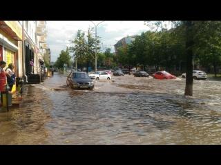 В Перми прошел ливень, а значит центр города опять затопило
