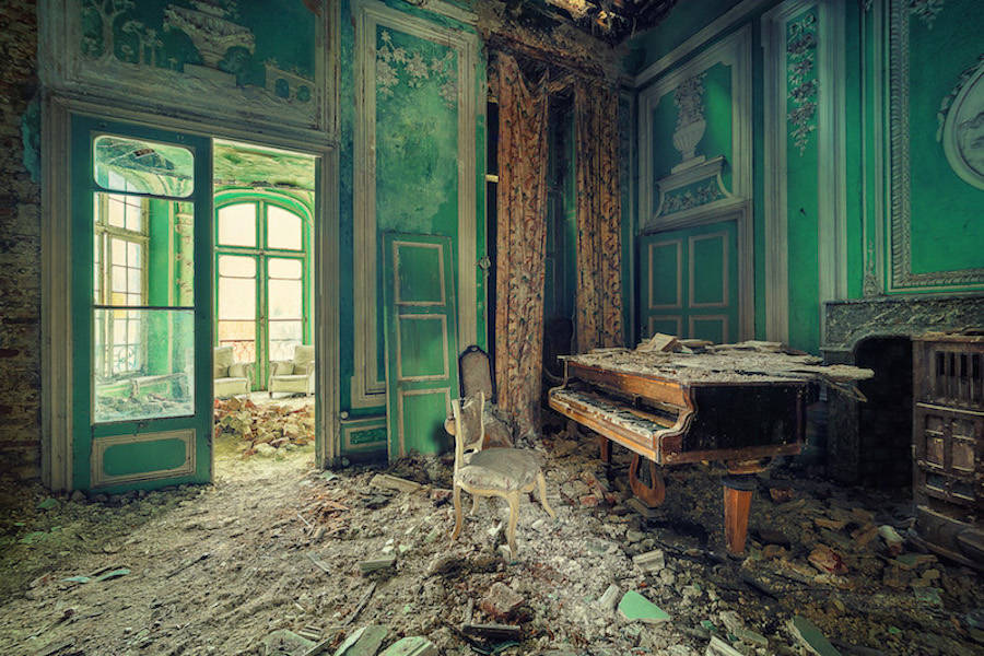 Perfect Shots of Abandoned Locations