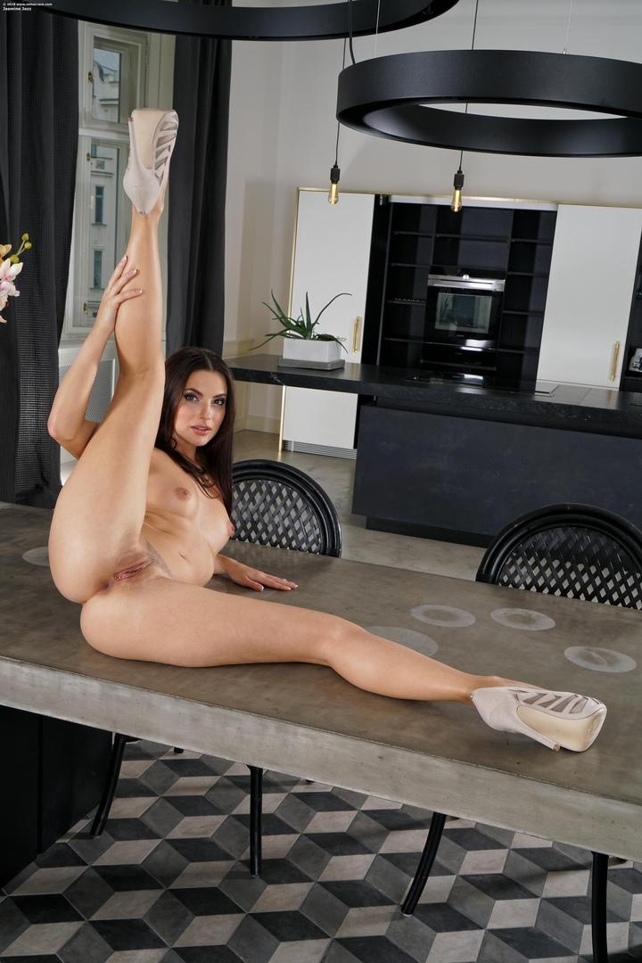 Zeb atlas nude pics