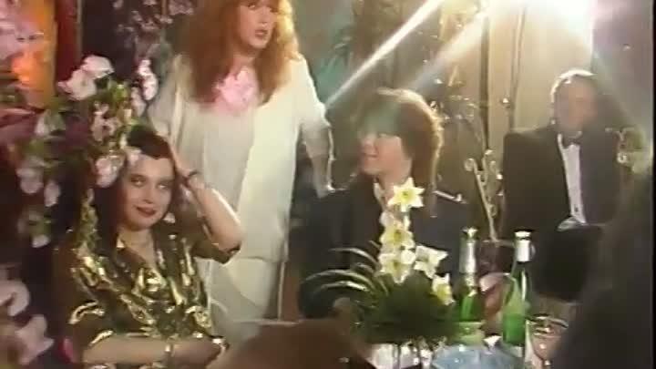 А.ПугачеваФотографиз фильма-концерта Женщина всегда права с участием Е.Белоусова1989г