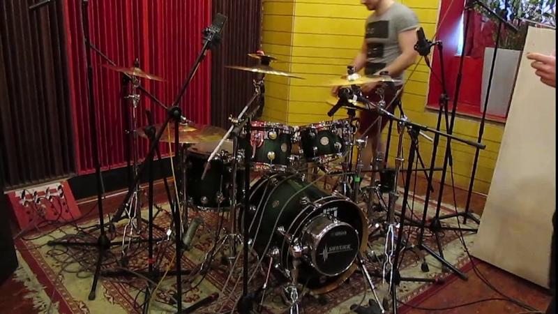 Запись барабанов на студии для нового альбома Mazemile