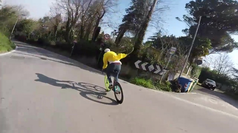 Dont try this at HOME , incredibile HillBombing brakeless of Wolfbotts