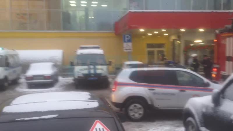 Карусель на Маршала Блюхера эвакуировали из-за бомбы
