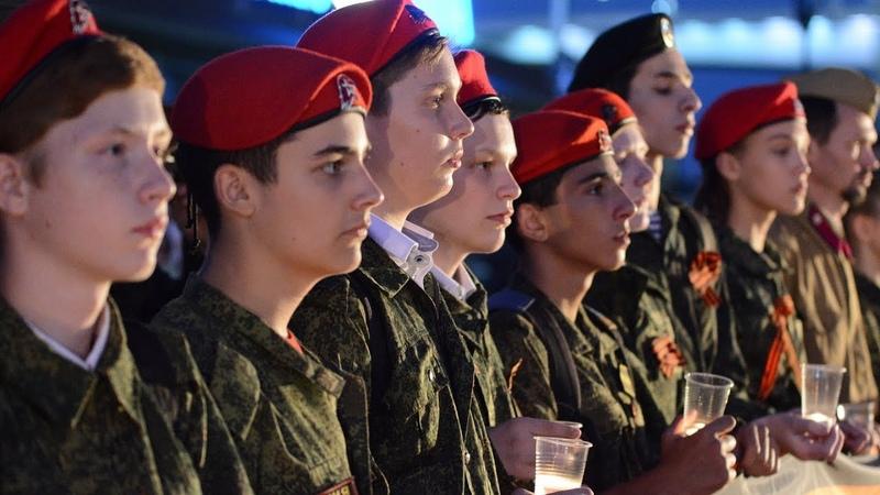 Ростовчане и гости города приняли участие в молодежной акции «День памяти и скорби»