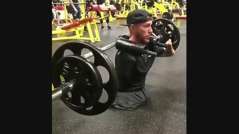 Strength of Body. Парень инвалид не жалуется и не ноет, а просто работает в тренажерке