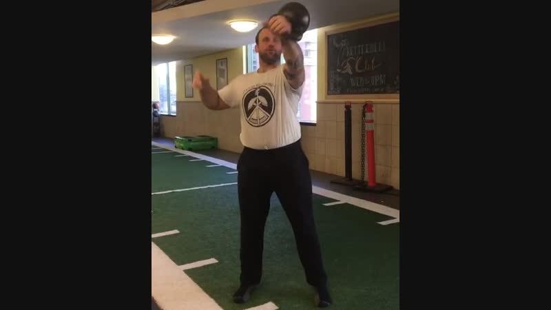 Жонглирование гирей 24 кг по восьмерке видео rhinostrength