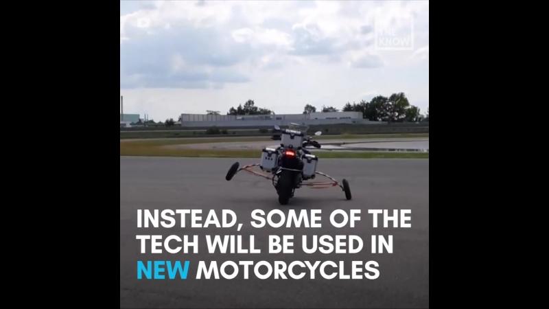 BMW собрали беспилотный мотоцикл! Байк колесит по заводскому треку, испытывая узлы и механизмы мотоциклов.