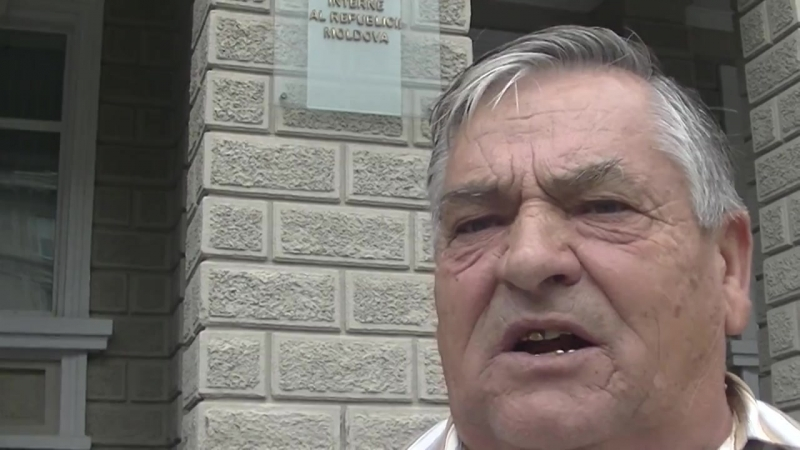 Житель Стрэшень устроил протест против отсутствия доступа к компенсированным лекарствам