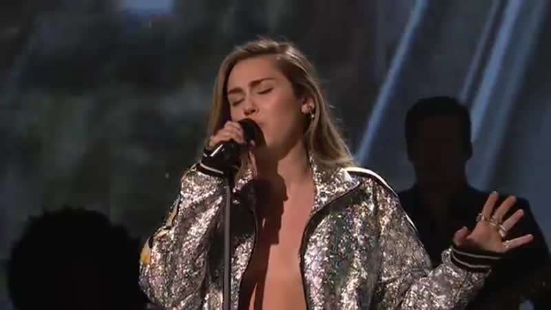 Miley Cyrus, Mark Ronson - Nothing Breaks Like a Heart (Live on SNL)