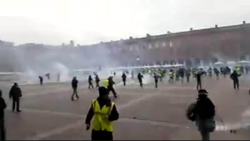 Innovation de la répression lEtat fait gazer sa population par hélicoptère