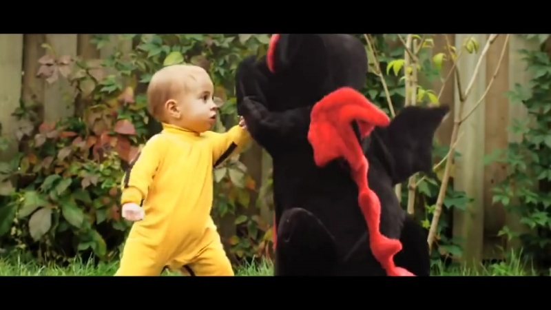 Dragon Baby - Bruce Lee Baby Fights Dragon
