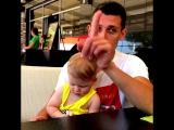 Как вести себя с малышом в кафе