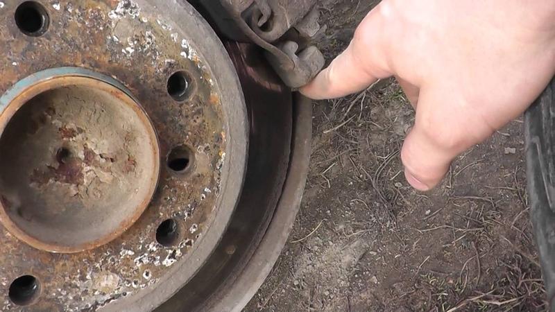 Как подтянуть ручник не снимая тормозной диск и супорт