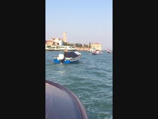 Тихо плещется венецианская вода, вспоминайте иногда то, что было раньше...