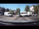 13 08 2018 В центре Севастополя легковушка столкнулась с микроавтобусом