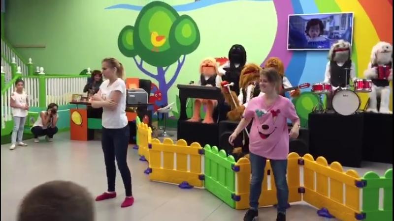 Kids Island Танец под песню из Фиксиков